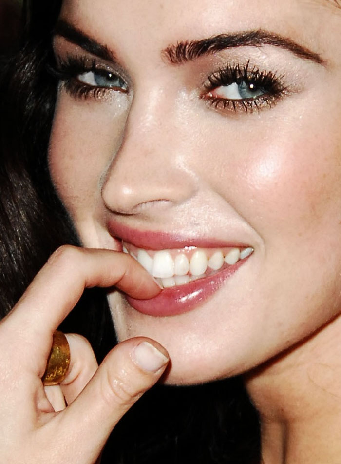 megan-fox-left-thumb-teeth